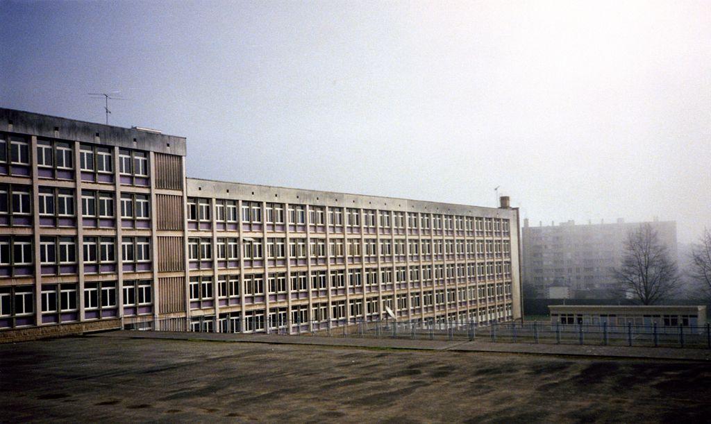 Lycée Renoir, 1992 - Par Frédérique Voisin-Demery —